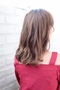 【HAPPINESS 河原町 世紀】髪型 モテ可愛いミディアムウェーブ ミルクブラウン SK-139