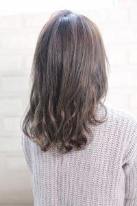【HAPPINESS 河原町 世紀】髪型 オン眉ラフカールミディ ペールグレージュ SK-145